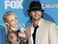 <p>Britney Spears e Kevin Federline chegam para o Billboard Music Awards, em Las Vegas, em dezembro de 2004. A Justiça dos Estados Unidos prorrogou na quinta-feira por cinco meses a intervenção de um promotor e do pai de Britney Spears sobre todos os assuntos pessoais, jurídicos e profissionais da cantora. Photo by Steve Marcus</p>