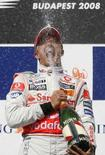 <p>La gioia del pilota della McLaren Heikki Kovalainen. REUTERS/Damir Sagolj (HUNGARY)</p>