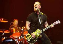 <p>Lead vocalist James Hetfield of the heavy metal band Metallica performs at the Wiltern theatre in Los Angeles May 14, 2008. REUTERS/Mario Anzuoni</p>