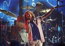 <p>Eddie Vedder of Pearl Jam performs at the taping of the third annual VH1 Rock Honors: The Who concert in Los Angeles July 12, 2008. REUTERS/Mario Anzuoni</p>