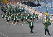 <p>A delegação brasileira seguindo o velejador Robert Scheidt durante a cerimônia de abertura dos Jogos de Pequim. Photo by Mike Blake</p>
