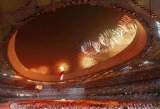 <p>Fogos de artifício foram lançados durante a cerimônia de abertura das Olimpíadas em Pequim em 8 de agosto de 2008. A suntuosa cerimônia de abertura dos Jogos Olímpicos de Pequim ganhou, na sexta-feira, elogios rasgados de meios de comunicação do mundo todo. Photo by Mike Blake</p>