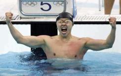 <p>O japonês Kosuke Kitajima comemora no Cubo D'Água, o recorde mundial e o ouro nos 100m nado de peito, em Pequim. Photo by Jason Reed</p>