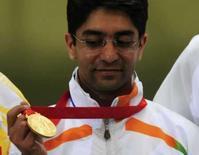 <p>Abhinav Bindra, da India olha para a primeira medalha olímpica individual de ouro da história de seu país. Photo by Desmond Boylan</p>
