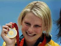 <p>A australiana Leisel Jones segura sua medalha de ouro, conquistada na final dos 100 metros peito, em Pequim. Photo by Wolfgang Rattay</p>