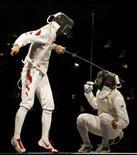 <p>Salvatore Sanzo combatte contro Zhu Jun. REUTERS/Eric Gaillard (CHINA)</p>