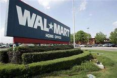 <p>A sign marks Wal-Mart's headquarters in Bentonville, Arkansas June 1, 2007. REUTERS/Jessica Rinaldi</p>