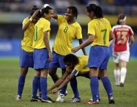 <p>Brasil vence Noruega e pega Alemanha de novo no futebol feminino. Jogadoras do Brasil comemoram gol marcado contra a Noruega. A seleção brasileira derrotou com dificuldade a Noruega, campeã olímpica em Sydney-2000, por 2 x 1. 15 de agosto. Photo by Sergio Moraes</p>