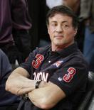 <p>O ator Sylvester Stallone assiste partida da final da NBA, em fotos de 10 de junho, em Los Angeles. O ator norte-americano Silverster Stallone, que destruía oponentes soviéticos nos filmes 'Rambo' e 'Rocky', agora vai fazer propaganda de vodca russa. Photo by Lucy Nicholson</p>