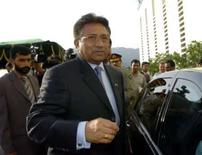 <p>O presidente do Paquistão, Pervez Musharraf, deixa casa presidencial após renúncia em Islamabad. Musharraf, importante aliado dos EUA na luta contra o terrorismo, vai renunciar na segunda-feira para evitar o impeachment. Photo by Mian Khursheed</p>
