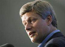 <p>Prime Minister Stephen Harper delivers a speech to Conservative Party supporters at the Croatian Parish Park in Mississauga, August 18, 2008. REUTERS/ Mike Cassese</p>