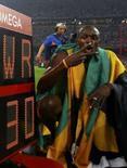 <p>Usain Bolt, da Jamaica, comemora a medalha de ouro e o recorde mundial nos 200 metros, em Pequim. Photo by Ruben Sprich</p>