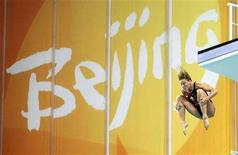 <p>Emilie Heymans of Canada competes in the women's 10m platform diving preliminary round at the Beijing 2008 Olympic Games August 20, 2008. REUTERS/Jason Reed</p>