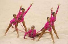 <p>A Rússia ganhou seu terceiro título olímpico consecutivo na ginástica rítmica por equipes, com duas rotinas dinâmicas e de intrincada coreografia no domingo. Photo by Issei Kato</p>