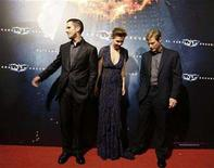 """<p>British actor Christian Bale (L) and U.S. actors Maggie Gyllenhaal (C) and Aaron Eckhart pose during a photocall for """"The Dark Knight"""" film in Barcelona July 23, 2008. REUTERS/Gustau Nacarino</p>"""