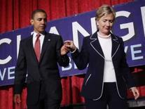 <p>Candidato democrata à presidência do país, Barack Obama, e senadora Hillary Clinton em evento de campanha em Nova York a 10 de julho. Na segunda-feira, Hillary conclamou seus simpatizantes a unirem-se em torno de Obama e disse que os democratas não podem permitir que as frustrações advindas das prévias prejudiquem as chances do candidato. Photo by Mike Segar</p>