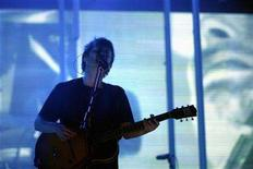 <p>Thom Yorke of the band Radiohead performs during the All Points West Concert August 8, 2008 in Jersey City, New Jersey. REUTERS/Keith Bedford</p>