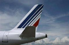 <p>The tail of an Air France passenger jet, is seen at Nice international airport June 3, 2008. An Air France aircraft skidded off the runway at Montreal's Trudeau airport on Tuesday but there were no apparent injuries or serious damage, Canada's Global Television network reported. REUTERS/Eric Gaillard</p>