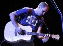 <p>Jack Johnson performs at the Coachella Music Festival in Indio, California April 25, 2008. REUTERS/Mario Anzuoni</p>