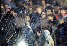 <p>Immagine d'archivio di violenze in uno stadio italiano. REUTERS/Alessandro Garofalo (ITALY)</p>