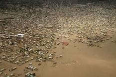 <p>Aumenta número de mortos por Hanna; Ike dirige-se para Bahamas. O violento furacão Ike atravessava o Atlântico dirigindo-se para as Bahamas enquanto aumentava o número de pessoas mortas em enchentes e deslizamentos de terra provocados pela tempestade tropical Hanna no Haiti. 4 de setembro. Photo by Reuters (Handout)</p>