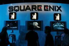 <p>Square Enix a retiré son offre sur son concurrent plus petit Tecmo, qui l'avait rejetée. L'éditeur et concepteur de jeux vidéo, réputé pour ses séries de jeux de rôles Dragon Quest et Final Fantasy, discute cependant alliance avec d'autres sociétés au Japon et ailleurs. /Photo d'archives/REUTERS/Fred Prouser</p>