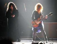 """<p>Ann (L) and Nancy Wilson of Heart perform at the """"Idol Gives Back"""" show at the Kodak theatre in Hollywood, California April 6, 2008. The rock group Heart, angry that its 70's hit """"Barracuda"""" is being used as the unofficial theme song for Republican Vice Presidential nominee Sarah Palin, is biting back at the Alaska governor. REUTERS/Mario Anzuoni</p>"""