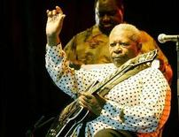 """<p>U.S. blues legend B.B. King greets his fans during """"The B.B King 80th Birthday Tour Auctions"""" at Poble Espanyol in Barcelona in this July 10, 2006 file photo. REUTERS/Gustau Nacarino/Files</p>"""