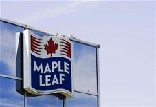 <p>A sign for the Maple Leaf food processing plant is seen in Toronto in this August 21, 2008 file photo. REUTERS/Mark Blinch</p>