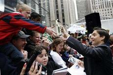"""<p>Actor Tobey Maguire shakes hands with fans while making an appearance on NBC's """"Today"""" show in New York April 30, 2007. REUTERS/Brendan McDermid</p>"""