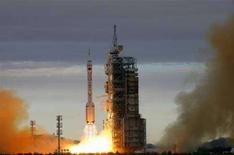 <p>Il lancio di Shenzhou VI dalla base di Jiuquan, il 12 ottobre 2005. REUTERS/China Newsphoto</p>