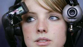 <p>Una giovane 'web reporter', in un'mmagine d'archivio. REUTERS/Hannibal Hanschke (Germania)</p>