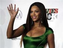 """<p>Beyonce gestures as she arrives for the taping of """"Movies Rock"""" at the Kodak Theatre in Hollywood, California, December 2, 2007. REUTERS/Jason Redmond</p>"""