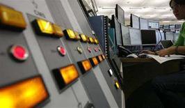 <p>La sala di controllo del Large Hadron Collider al Cern di Ginevra. REUTERS/Christian Hartmann (SWITZERLAND)</p>