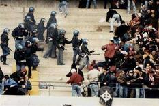 <p>Immagine d'archivio di disordini in uno stadio italiano di calcio. SOCCER ITALY VIOLENCE</p>