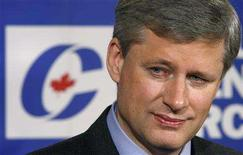 <p>Conservative leader and Canada's Prime Minister Stephen Harper listens to a question during a news conference in Montreal September 11, 2008. Canadians will head to the polls in a federal election October 14. REUTERS/Chris Wattie</p>