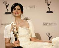 "<p>Writer and composer Sarah Silverman holds the Emmy award for Outstanding Original Music and Lyrics for the song ""I'm f***ing Matt Damon"" at the 2008 Primetime Creative Arts Awards in Los Angeles September 13, 2008. REUTERS/Mario Anzuoni</p>"