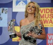 <p>Britney Spears al 2008 Mtv Video Music Awards, a Los Angeles, il 7 settembre 2008. REUTERS/Phil McCarten (Usa)</p>