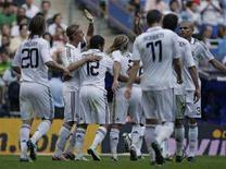 """<p>Игроки мадридского """"Реала"""" празднуют третий гол в ворота """"Нумансии"""" во время матча второго тура чемпионата Испании в Мадриде 14 сентябра 2008 года. REUTERS/Juan Medina</p>"""