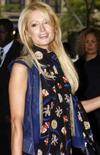 <p>Paris Hilton chega à apresentação do filme 'Paris, Not France' durante o 33o Festival Internacional de Filme de Toronto, dia 9 de setembro. Ela lançou um programa de TV para procurar um novo amigo que seja bonito, leal e 'pronto para os paparazzi' -- e ela diz ter encontrado exatamente o que procurava. Photo by Mike Cassese</p>