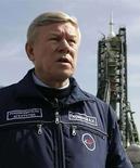 <p>Foto de archivo del jefe de la Agencia Federal del Espacio de Rusia, Anatoly Perminov, en la zona de lanzamiento de la nave Soyuz TMA-10 en el cosmodromo Baikonur en Kazajistán, 7 abr 2007. Moscú está liso para ayudar a Cuba a desarrollar su propio centro espacial, dijo el miércoles el jefe de la agencia espacial rusa tras conversaciones en Caracas con funcionarios venezolanos y cubanos, según reportó la agencia de noticias Itar-Tass. Rusia ha incrementado los esfuerzos para desarrollar lazos más estrechos con ambos países americanos, declarados enemigos ideológicos de Washington, enviando incluso bombarderos estratégicos en una misión a Venezuela este mes. Photo by (C) SHAMIL ZHUMATOV / REUTERS/Reuters</p>