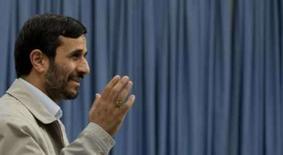 <p>Ahmadinejad disse que Israel está muito fraco para atacar Irã  REUTERS. Photo by Raheb Homavandi</p>