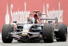 <p>Sato faz testes pela Toro Rosso; Vettel é o mais rápido. Takuma Sato testou nesta quinta-feira para a Toro Rosso, equipe vencedora do GP da Itália, no primeiro dia do piloto de volta à Fórmula 1 desde que a Super Aguri saiu da competição, em maio. 18 de setembro. Photo by Alessandro Garofalo</p>