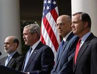 <p>Il presidente degli Stati Uniti George W. Bush con (da sinistra) il presidente della Federal Reserve Ben Bernanke, il segretario del Tesoro Henry Paulson e il presidente del Sec Christopher Cox. REUTERS/Jim Young (Usa)</p>