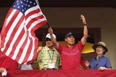 <p>Anthony Kim festeggia la vittoria. REUTERS/Eddie Keogh (UNITED STATES)</p>