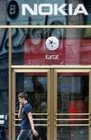 <p>Nokia va dévoiler jeudi à Londres son très attendu téléphone mobile à écran tactile, selon des sources proches du secteur. /Photo prise le 8 juillet 2008/REUTERS/Bob Strong</p>
