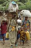 <p>Profughi in Uganda. REUTERS/James Akena</p>