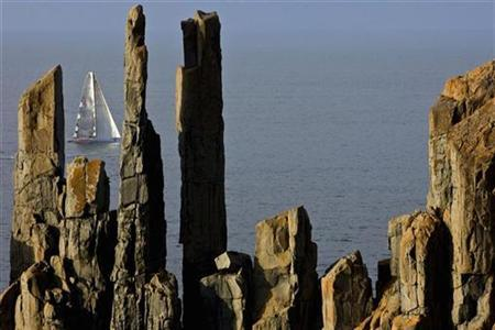 An Australian yacht passes the ''pipe organs'' off the coast of Tasmania during the annual Sydney to Hobart yacht race December 28, 2007. REUTERS/Carlo Borlenghi/Rolex/Handout