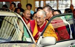 <p>Un'immagine del Dalai Lama. REUTERS/Abhishek Madhukar</p>
