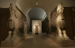 <p>An Assyrian statue (C) and two Assyrian human headed winged bulls are seen displayed at the Iraqi national museum in Baghdad September 24, 2008. In Iraq's national museum, a frieze shows an Assyrian king, whose former capital is now in modern Iraq, besieging what looks like a walled town as soldiers pile decapitated heads at his feet. Picture taken September 24, 2008. REUTERS/Ceerwan Aziz</p>